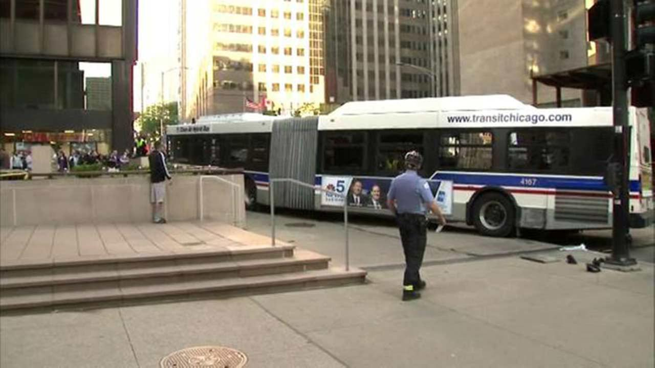 At least 9 hurt in collision of Chicago city bus, vehicles