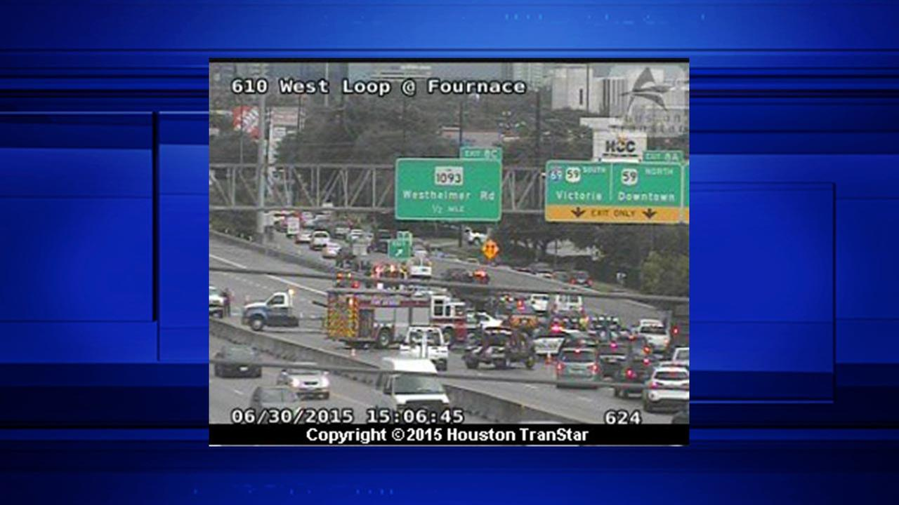 Wreck shuts down all main lanes of West Loop NB at Westpark