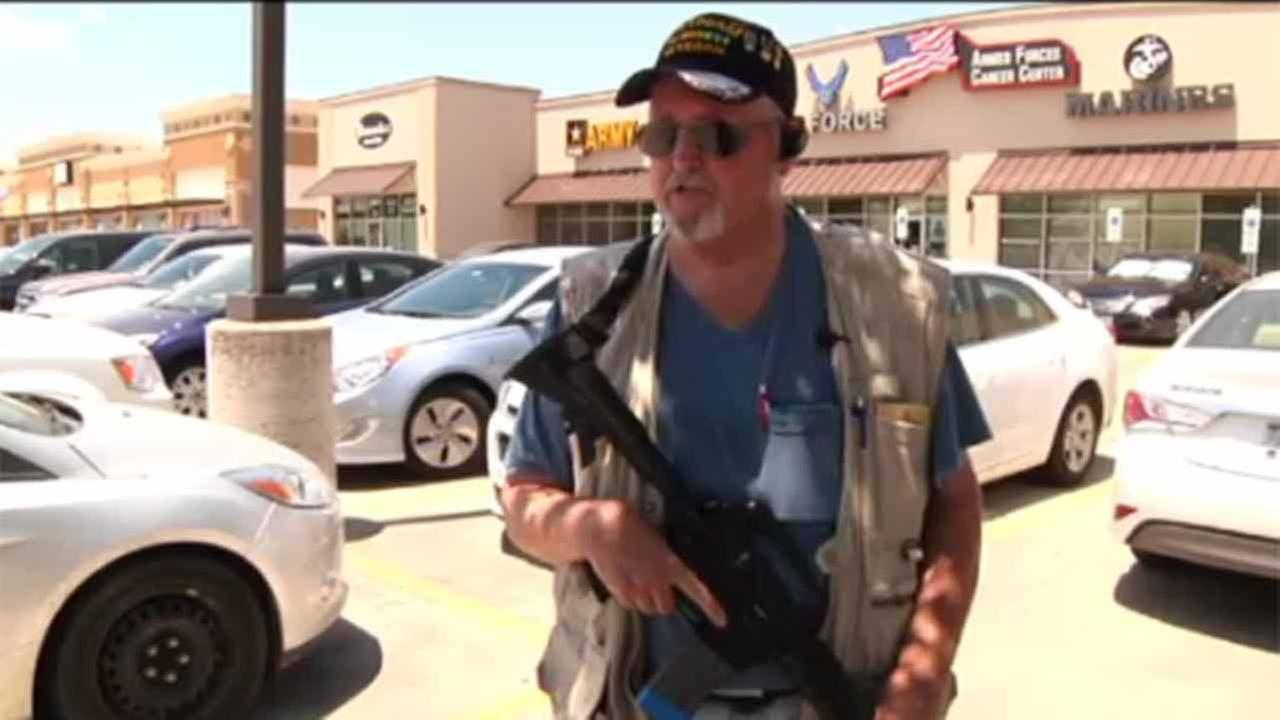 After Tennessee shootings, armed citizens guard recruiters