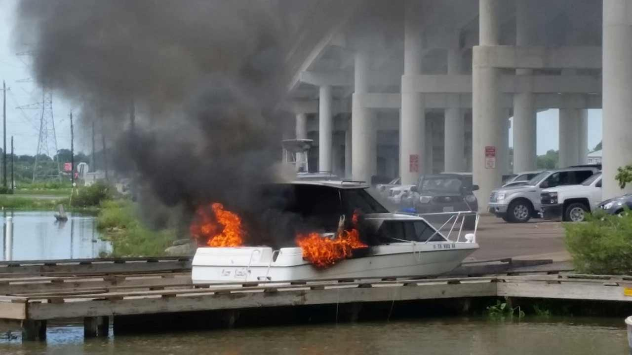 Boat catches fire on Kemah boat dock