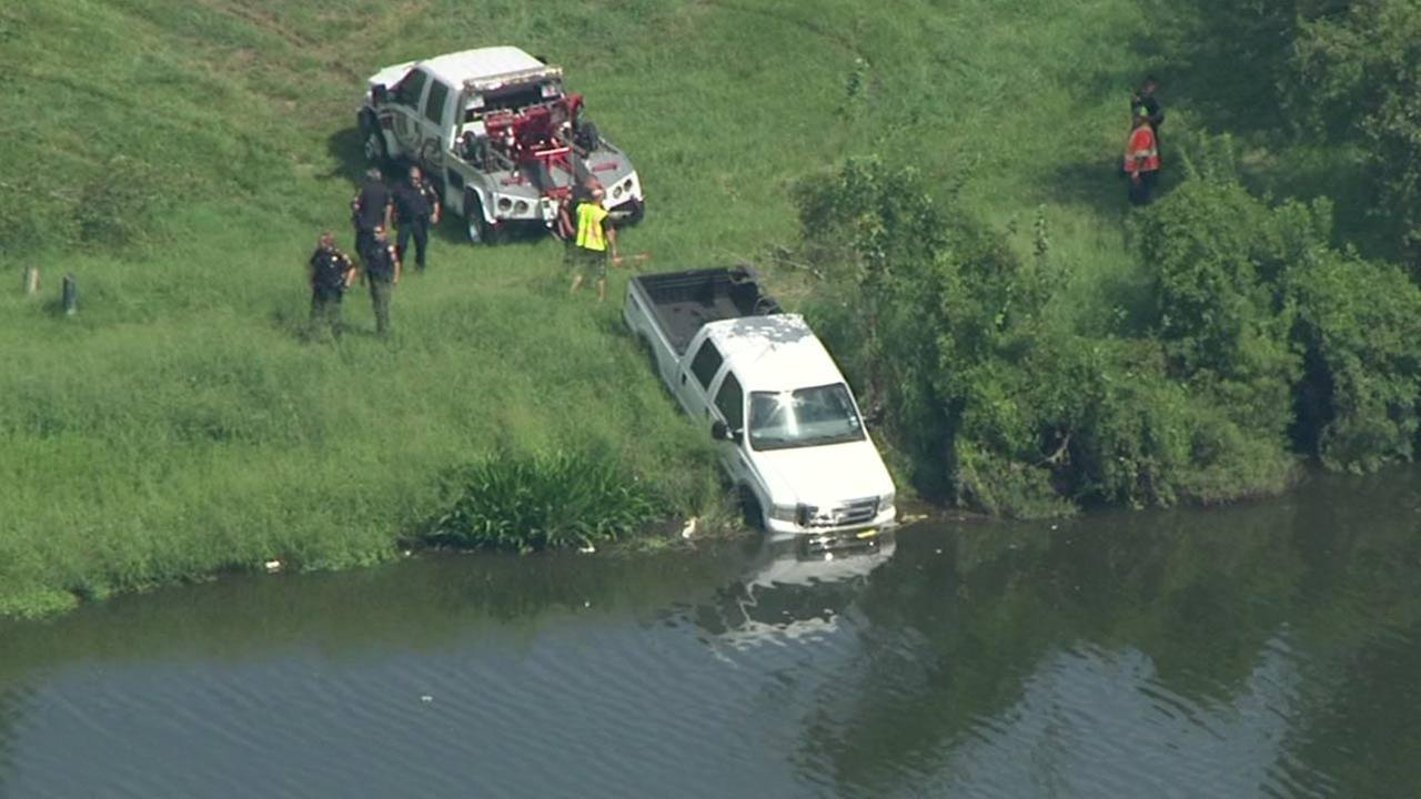 Suspect drowns trying to flee authorities in Simms Bayou