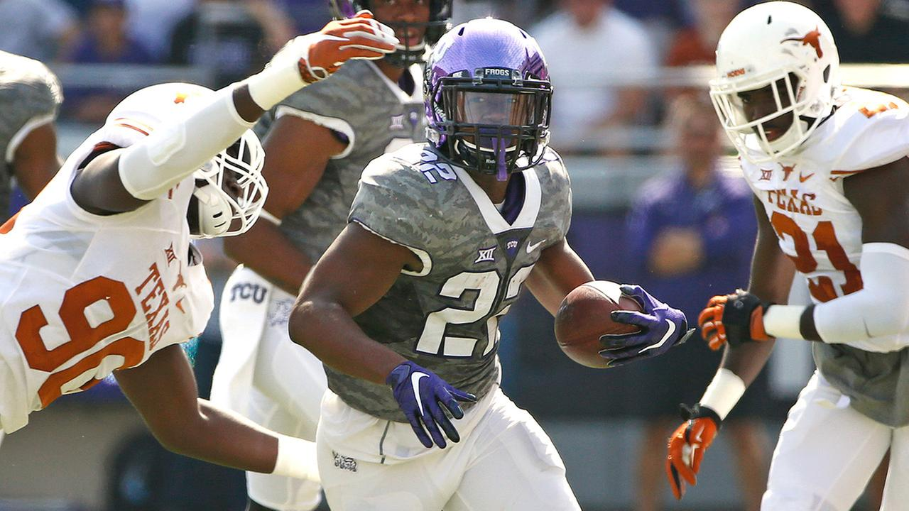 TCU running back Aaron Green (22) avoids Texas defensive end Charles Omenihu (90) and cornerback Duke Thomas (21)