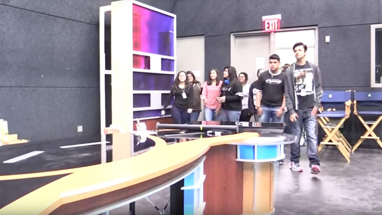 High schoolers' priceless reaction to old ABC13 set donation