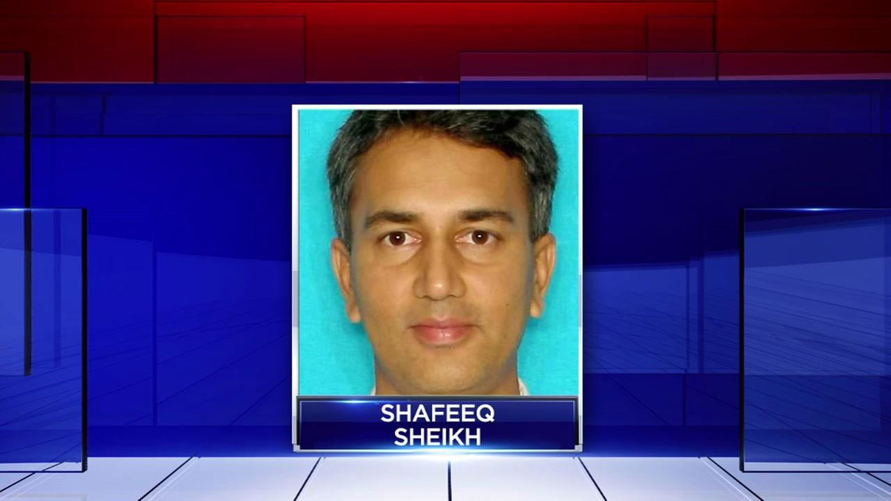 Doctor accused of raping patient loses medical license for now