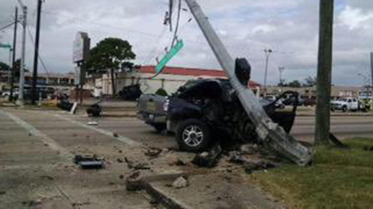 Wreck knocks out traffic signal along FM 1960 at Rolling Creek