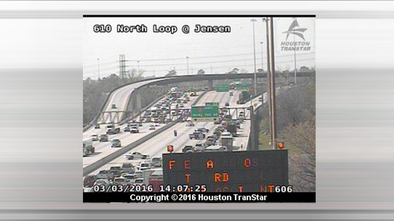 Northbound lanes of 610 North Loop shut down at Hardy Toll Road due to wreck