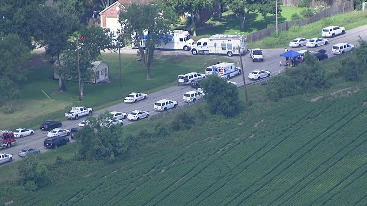 Harris Co. deputies in standoff with suspect in NE Harris County