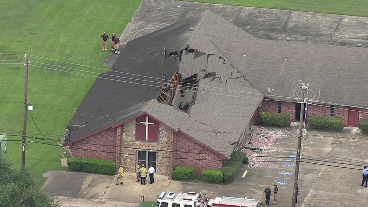 Portion of NE Houston church roof collapses