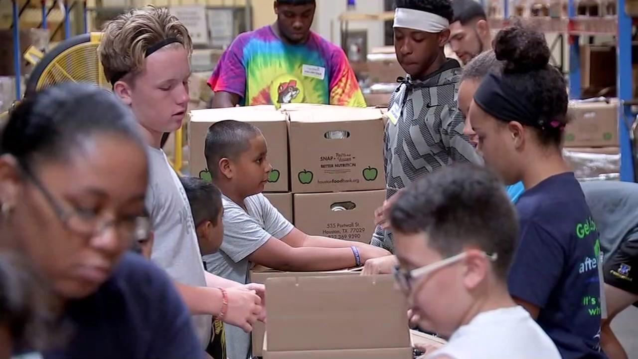 Students spend summer helping food bank feed Houston's hungry