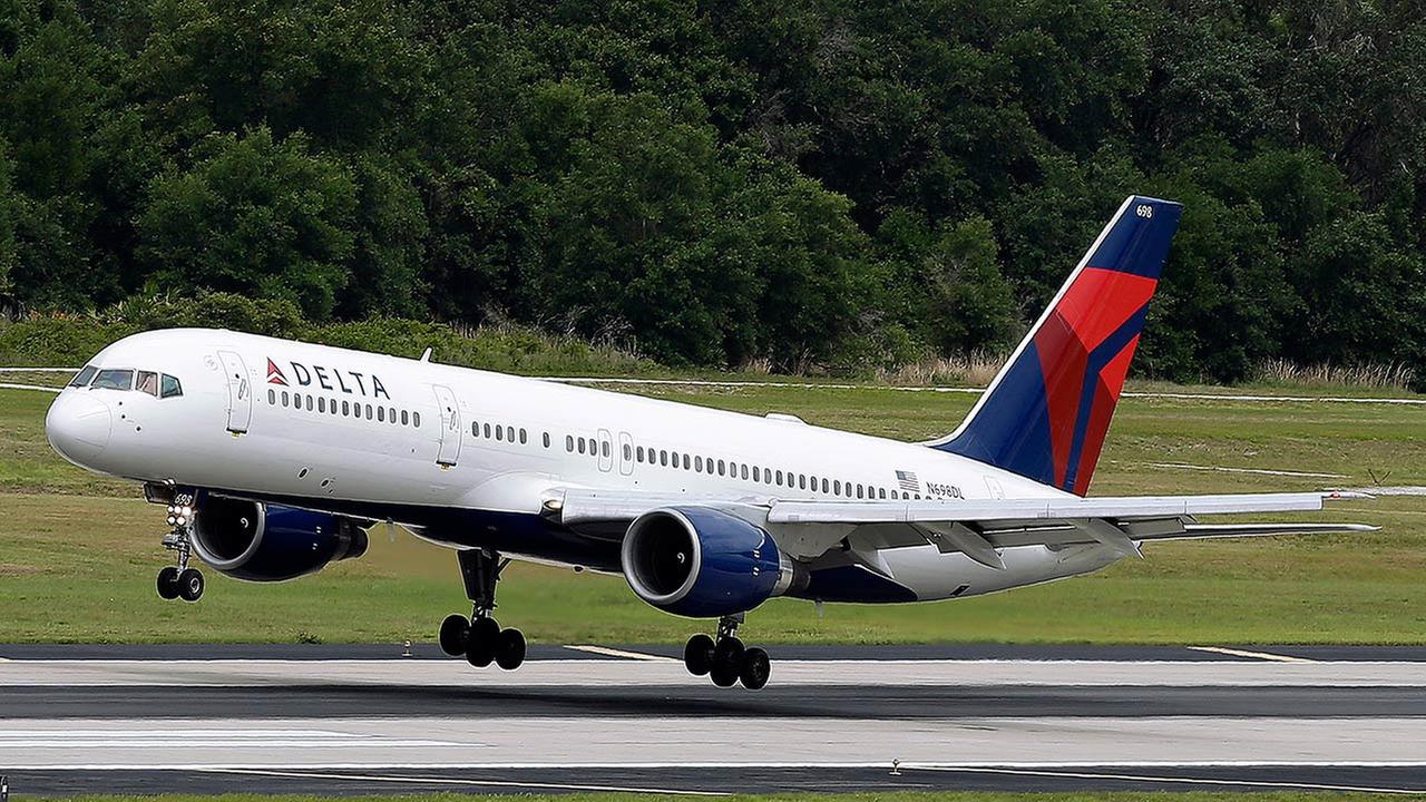 A Delta Air Lines Boeing 757-232 lands at Tampa International Airport in Tampa , Fla