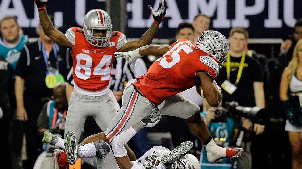 Ohio State routs Oregon to claim national title
