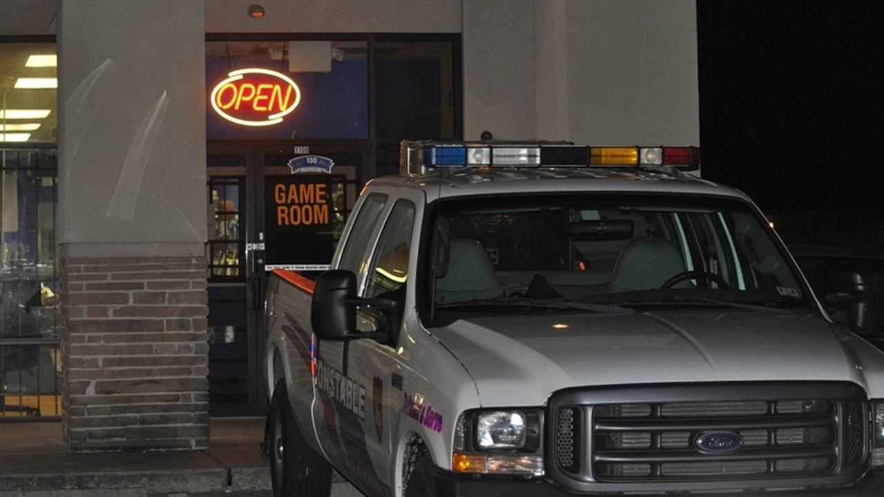 Mom accused of leaving girl in car while gambling