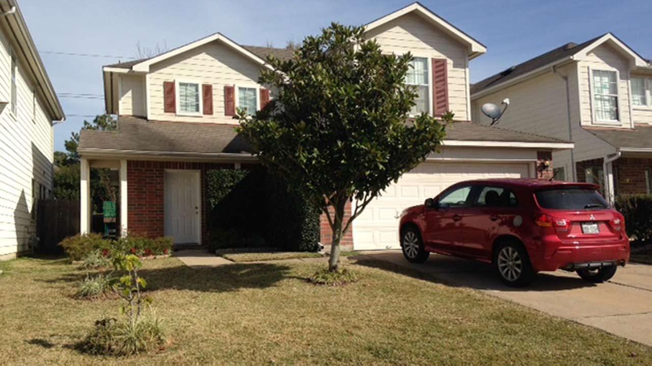 Texas man accused of killing wife in bizarre zip tie crime