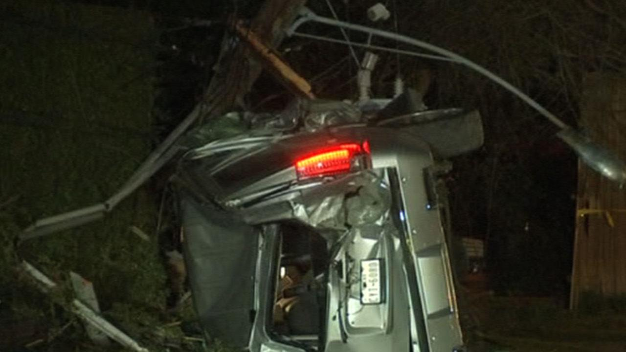 River Oaks area without power after SUV slams into utility pole