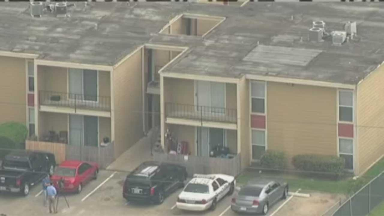 Child shot at apartment complex in SE Houston
