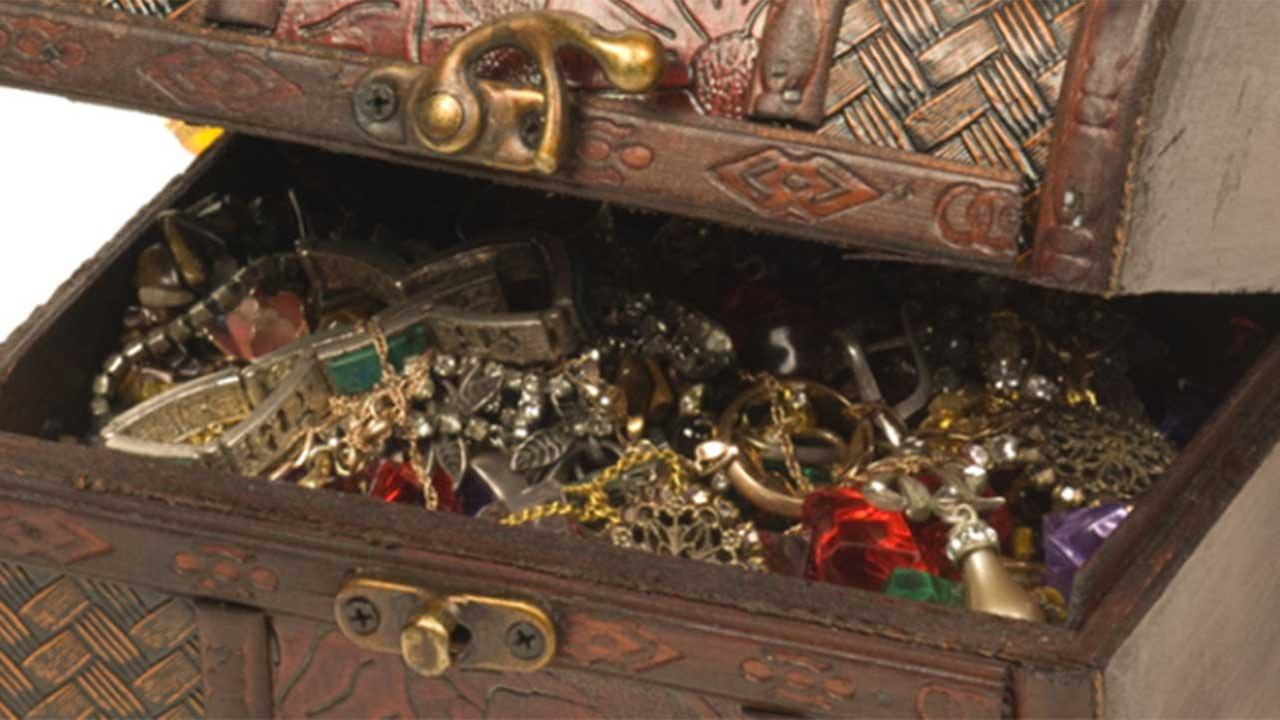 Millionaire leaves poetic clues for treasure hunters