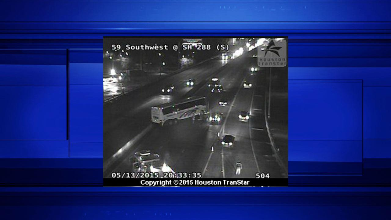 Bus wreck blocks all southbound lanes of Highway 59 at Highway 288
