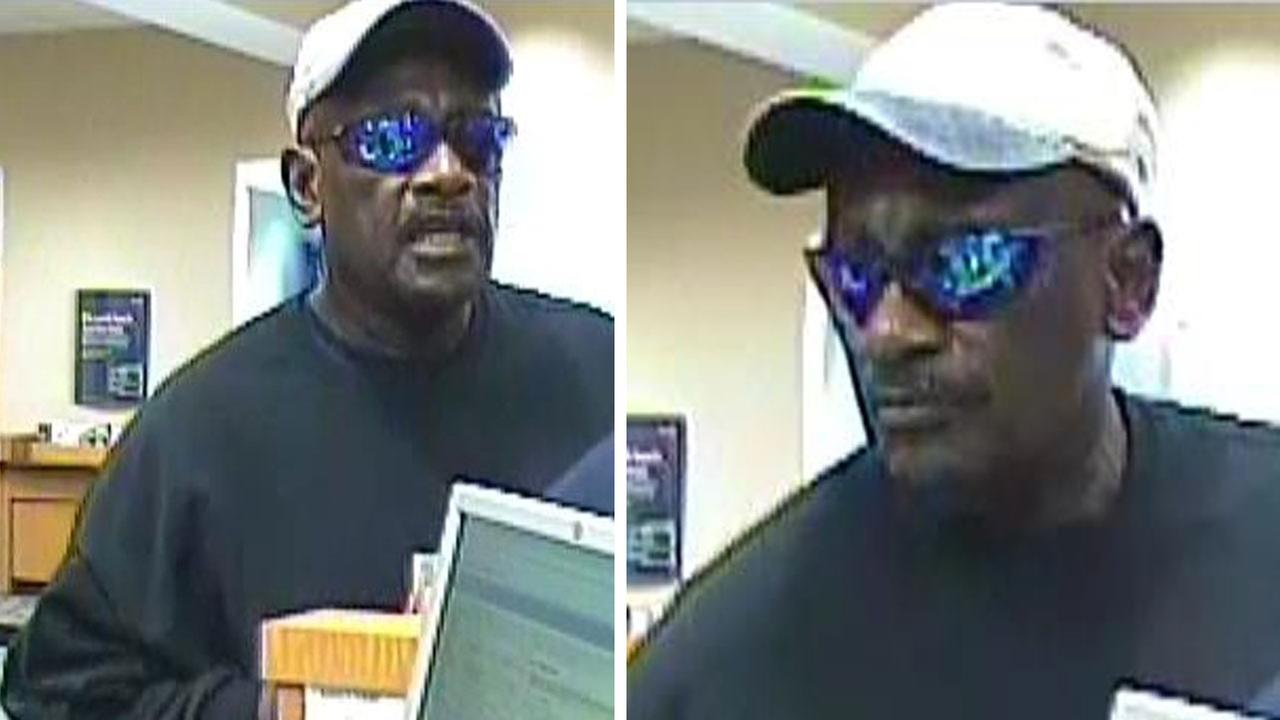 FBI: Robber holds bank tellers at gunpoint while demanding cash
