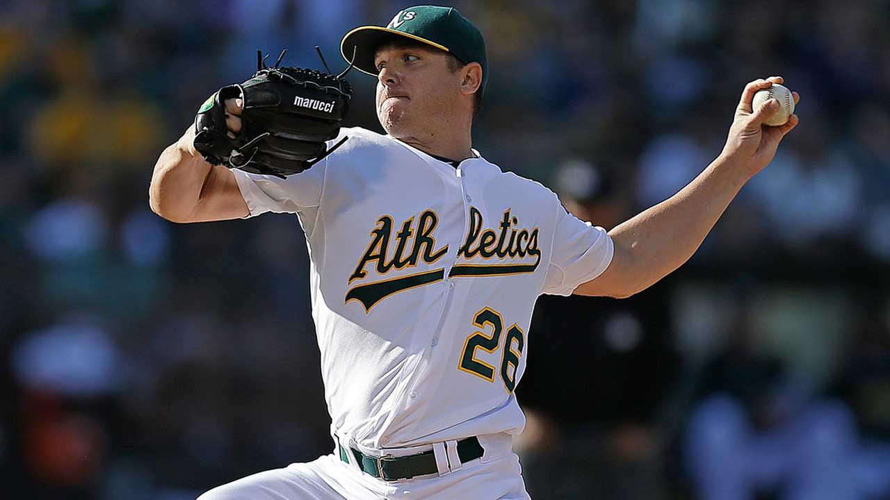 Astros pull off trade to bring pitcher Scott Kazmir to Houston