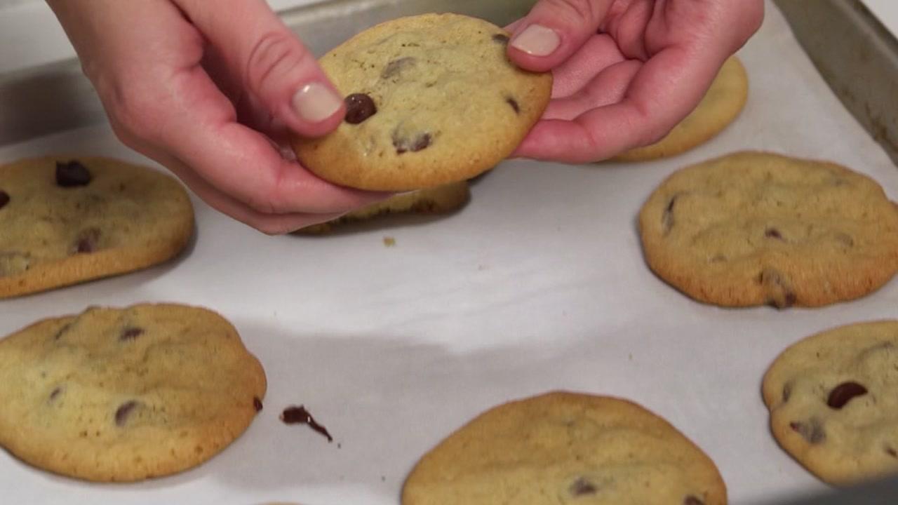 Resist junk food by smelling it!
