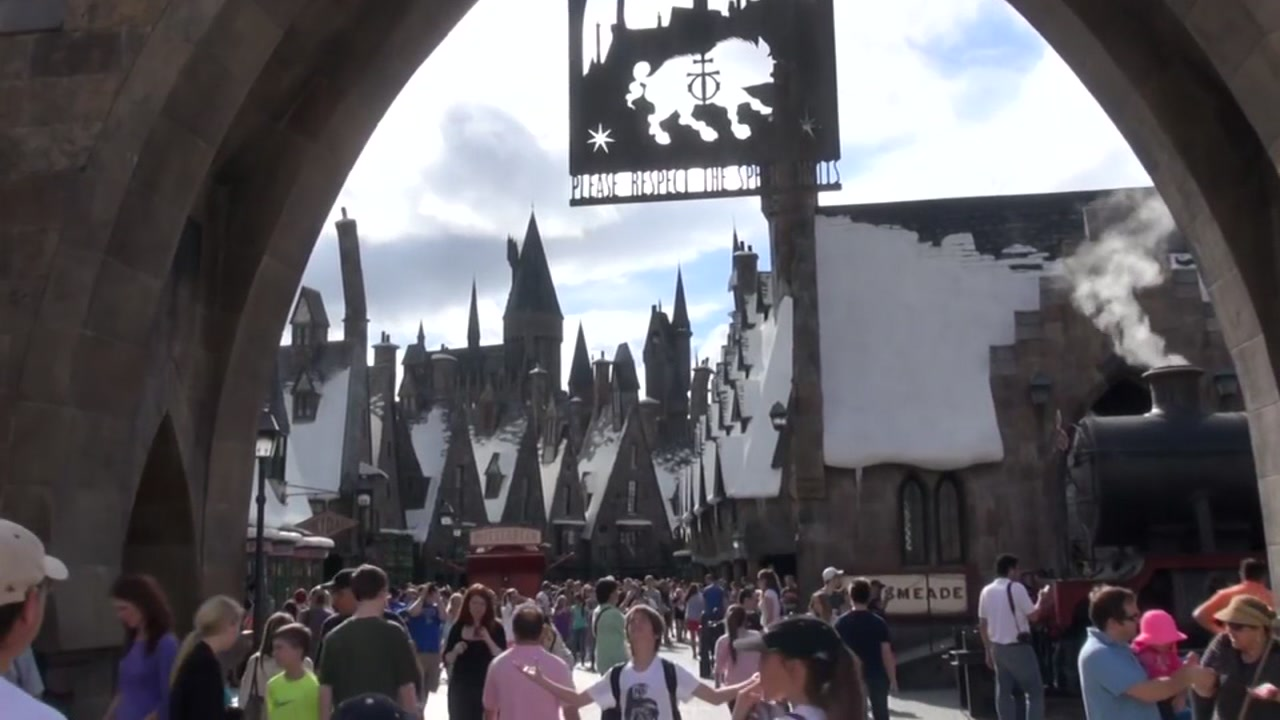 Man accused of trying to kidnap child at Universal Orlando