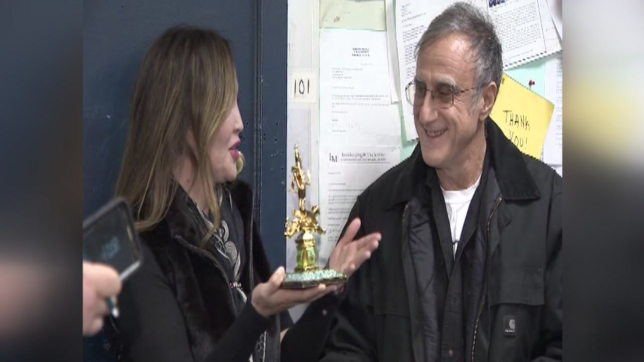 Good Samaritan returns $10K found on New York subway