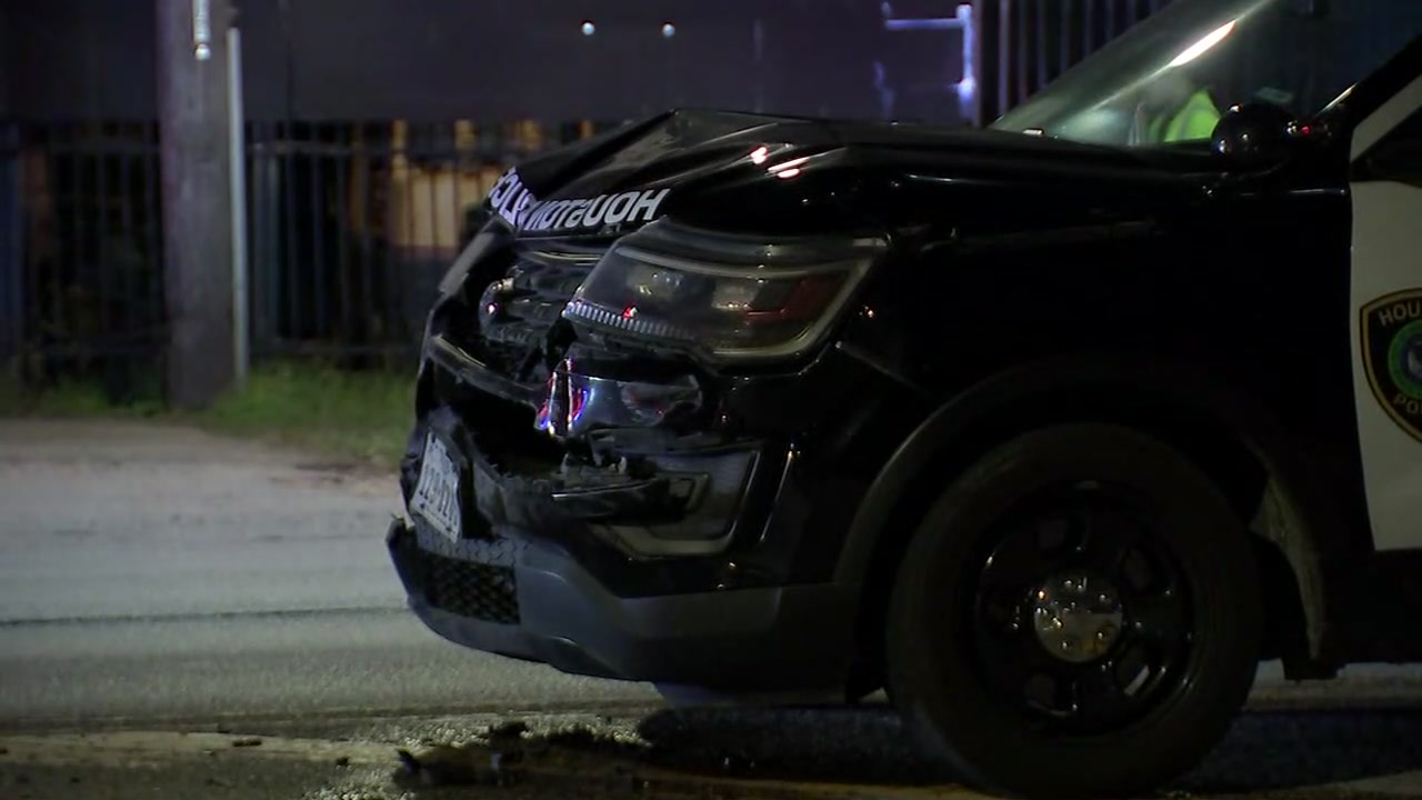 2 HPD officers crash chasing 2 people who jumped out of car during traffic stop