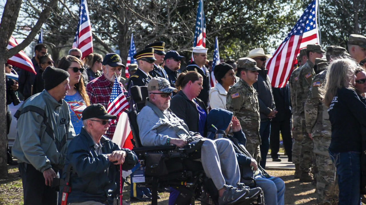 Central Texas State Veterans Cemetery asked strangers to attend a military veterans funeral, and the community did not disappoint.