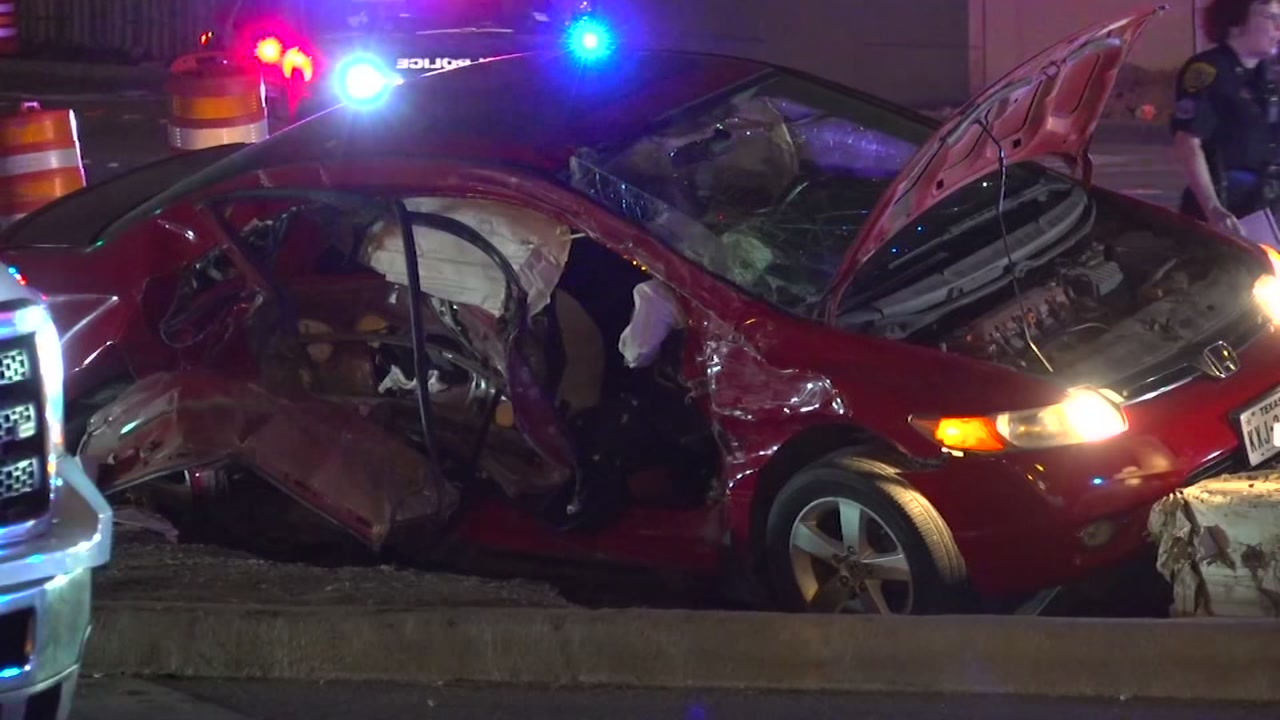 Houston officer transporting woman and 2 juveniles crashes off Highway 290 and 34th