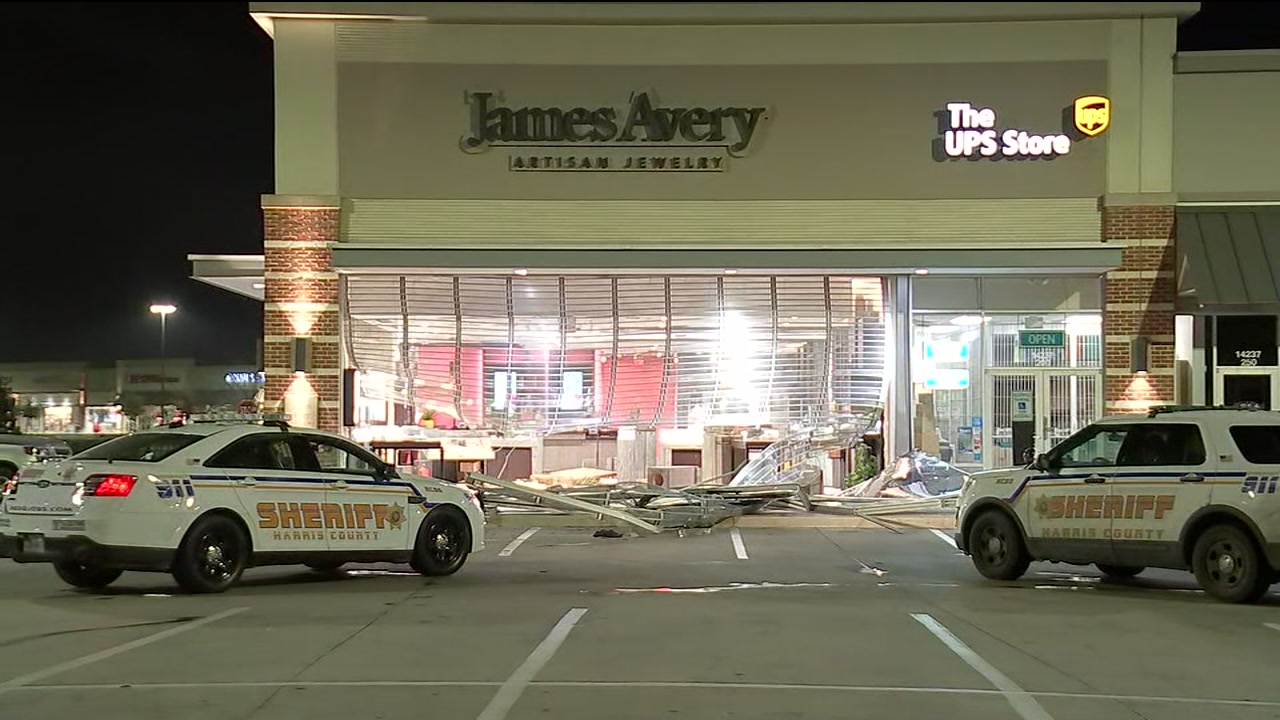 Deputies say 3 people reversed a Black Ford F-250 into the store