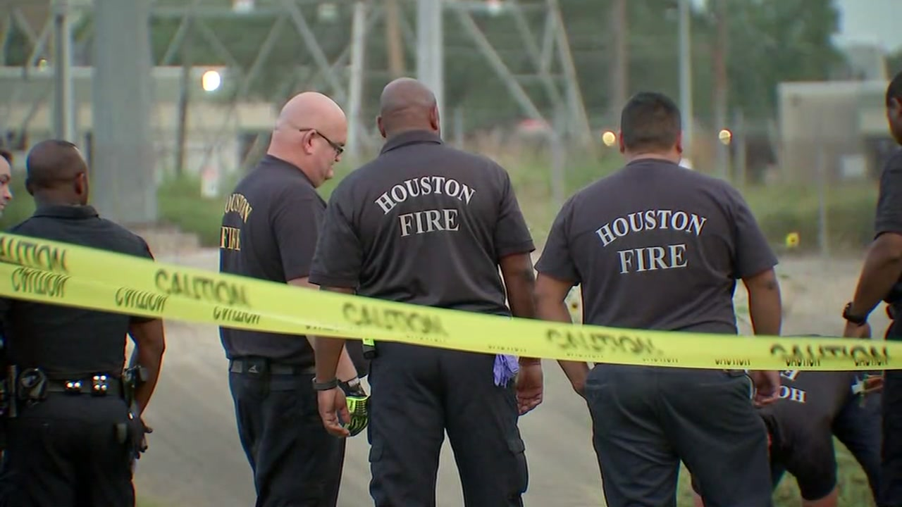 Womans body found in bayou in SW Houston