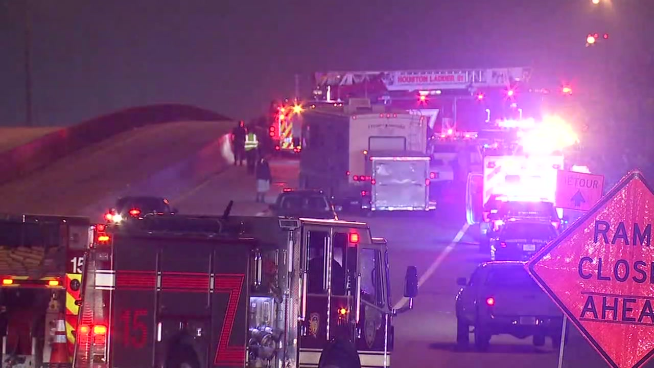 2 people killed in crash multi-vehicle crash on North Freeway