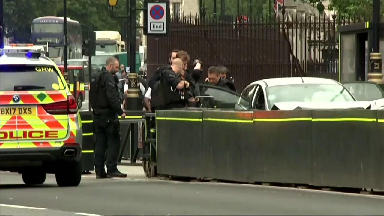 Londons Metropolitan Police say that they are treating the crash outside of Parliament as a terrorist incident.