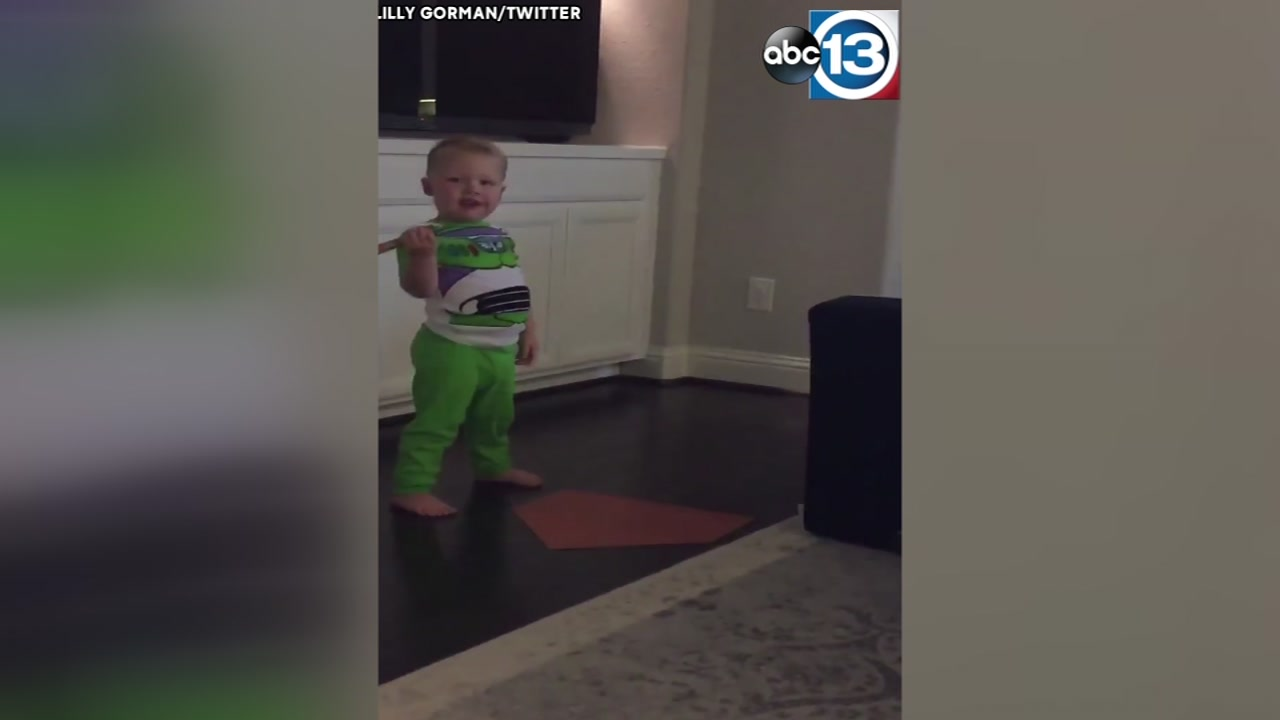 CUTE VIDEO: Toddler imitates Astros players batting stance