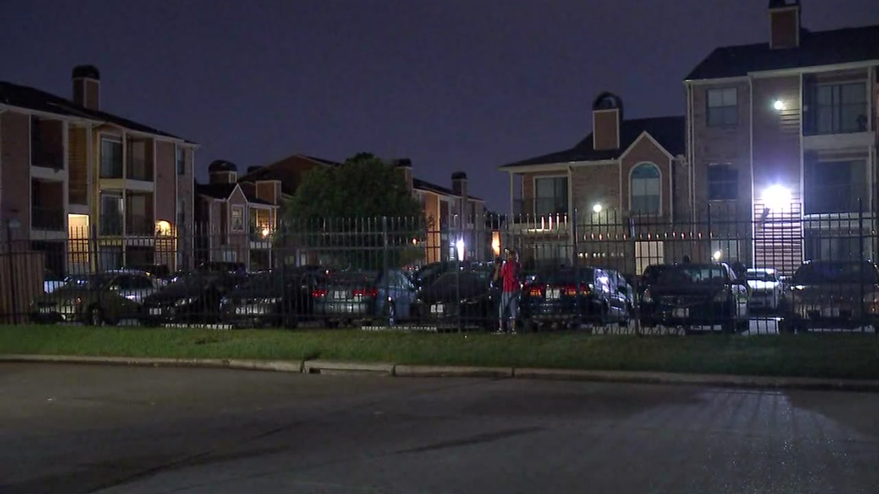 Woman found dead in Houston apartment