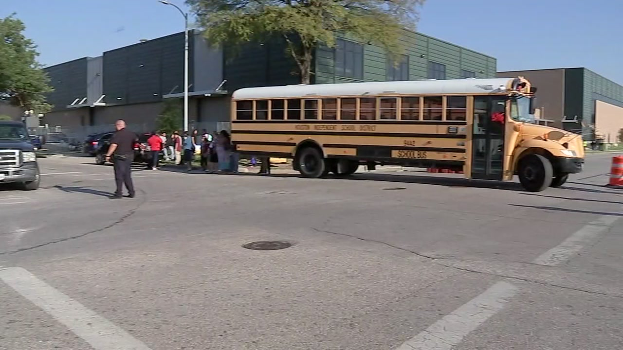 HISDs new hub transportation system for magnet schools gets off to a rocky start.