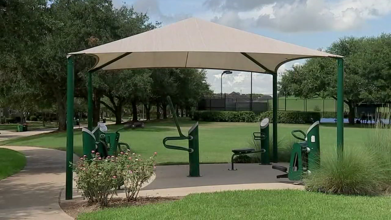 Man accused of exposing himself to woman and kids at park