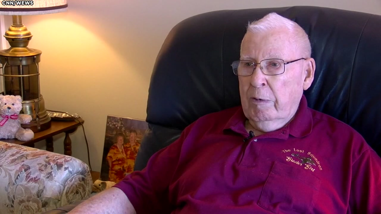 87-year-old man takes up semi-truck driving to pay wifes medical bills