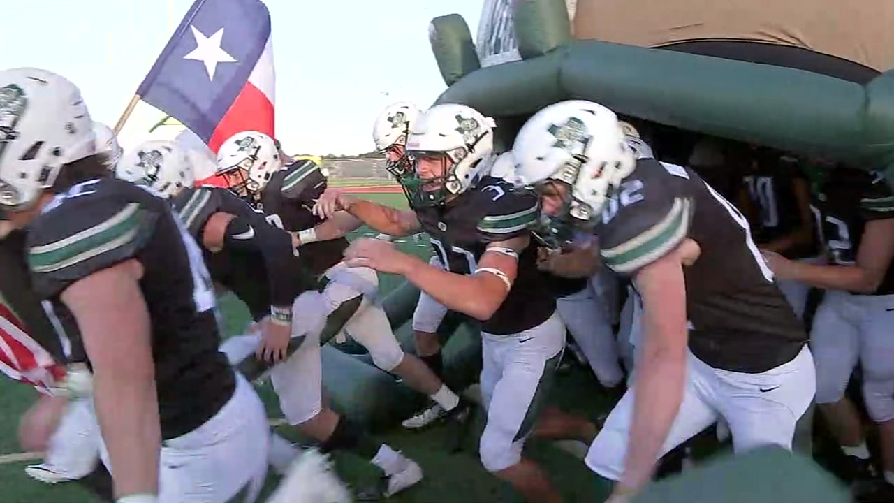 ABC13s Christine Dobbyn reports from Santa Fe High School, where the community took in the first Indians football game since last Mays tragedy.