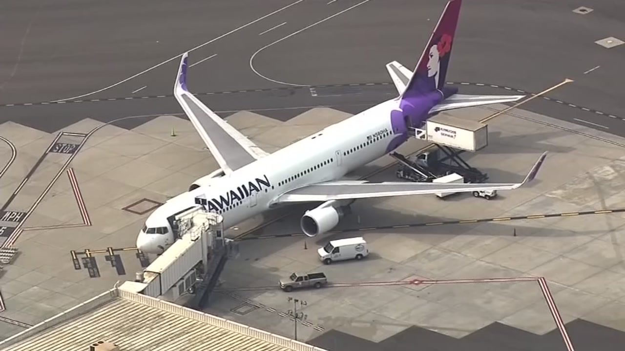 Passengers were on high alert after they received a threatening photo aboard a Hawaii-bound flight.