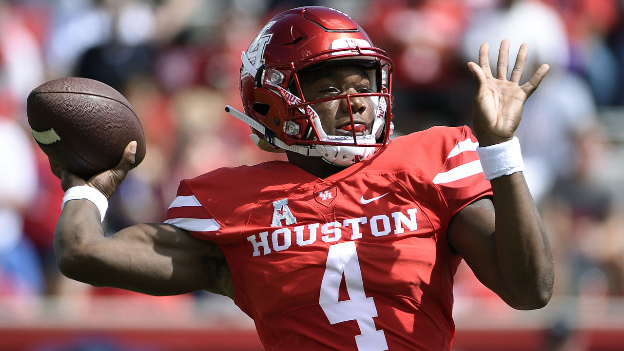 Houston Cougars quarterback DEriq King earns AAC Player of the Week honors after his stellar performance against the Arizona Wildcats.