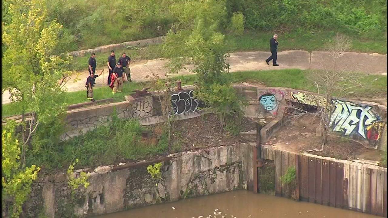Mans body found floating in Buffalo Bayou