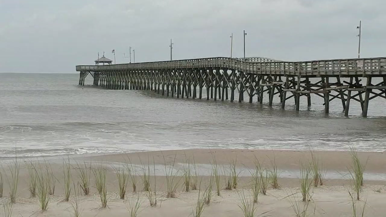 Coastal residents wait, watch as Florences fury begins