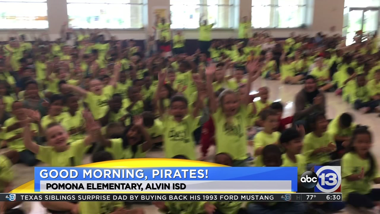 Meteorologist Travis Herzog visits the Pomona Pirates of Alvin ISD