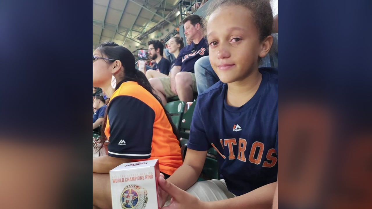 Astros fan gives his replica ring to girl who lost hers during game