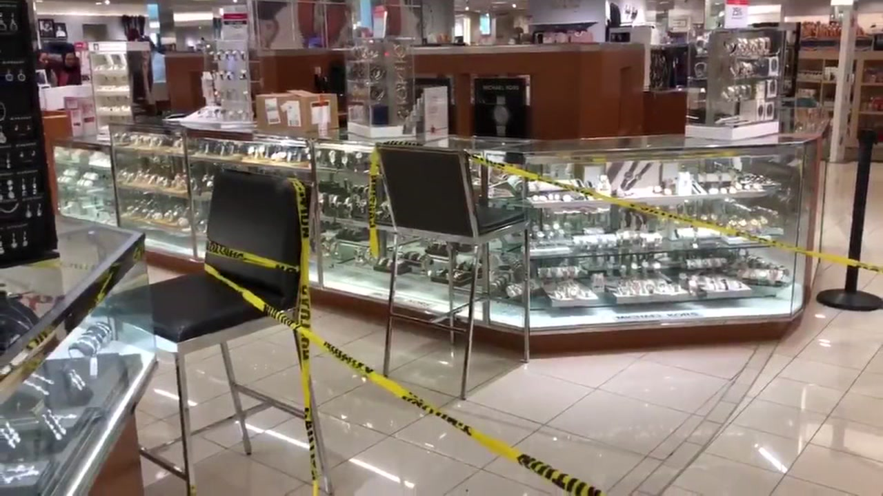 ABC13s Steve Campion reports from The Galleria where smash and grab suspects hit a Macys store.