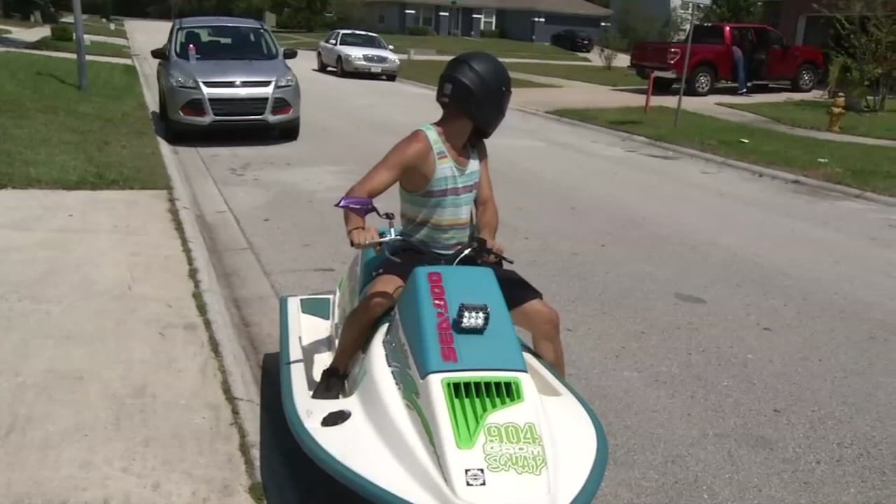 Man spotted riding a jet ski scooter on highway in Florida