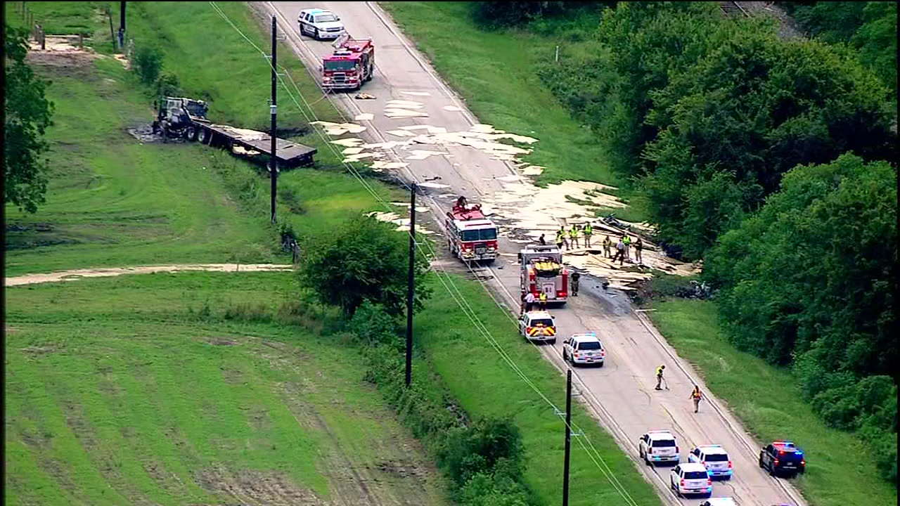 Fiery crash kills at least 2 in Fort Bend Co.