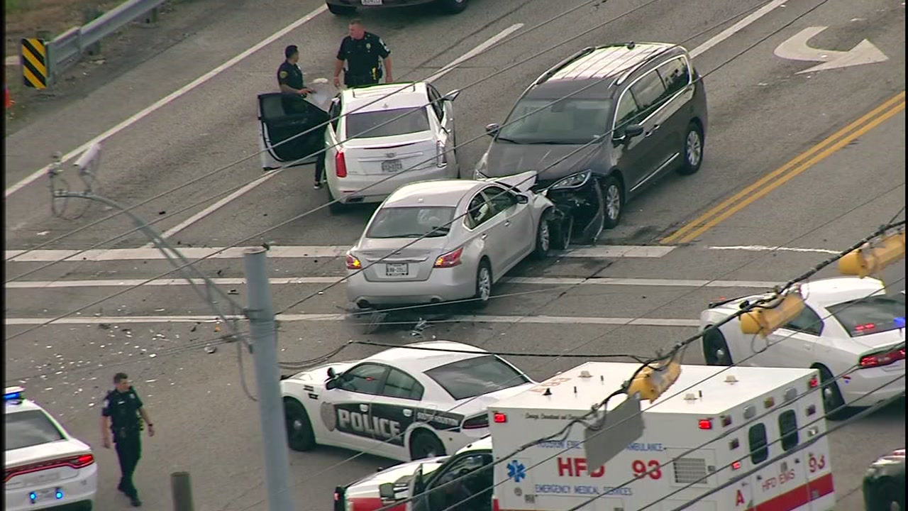 Chase suspect slams into car in southeast Houston