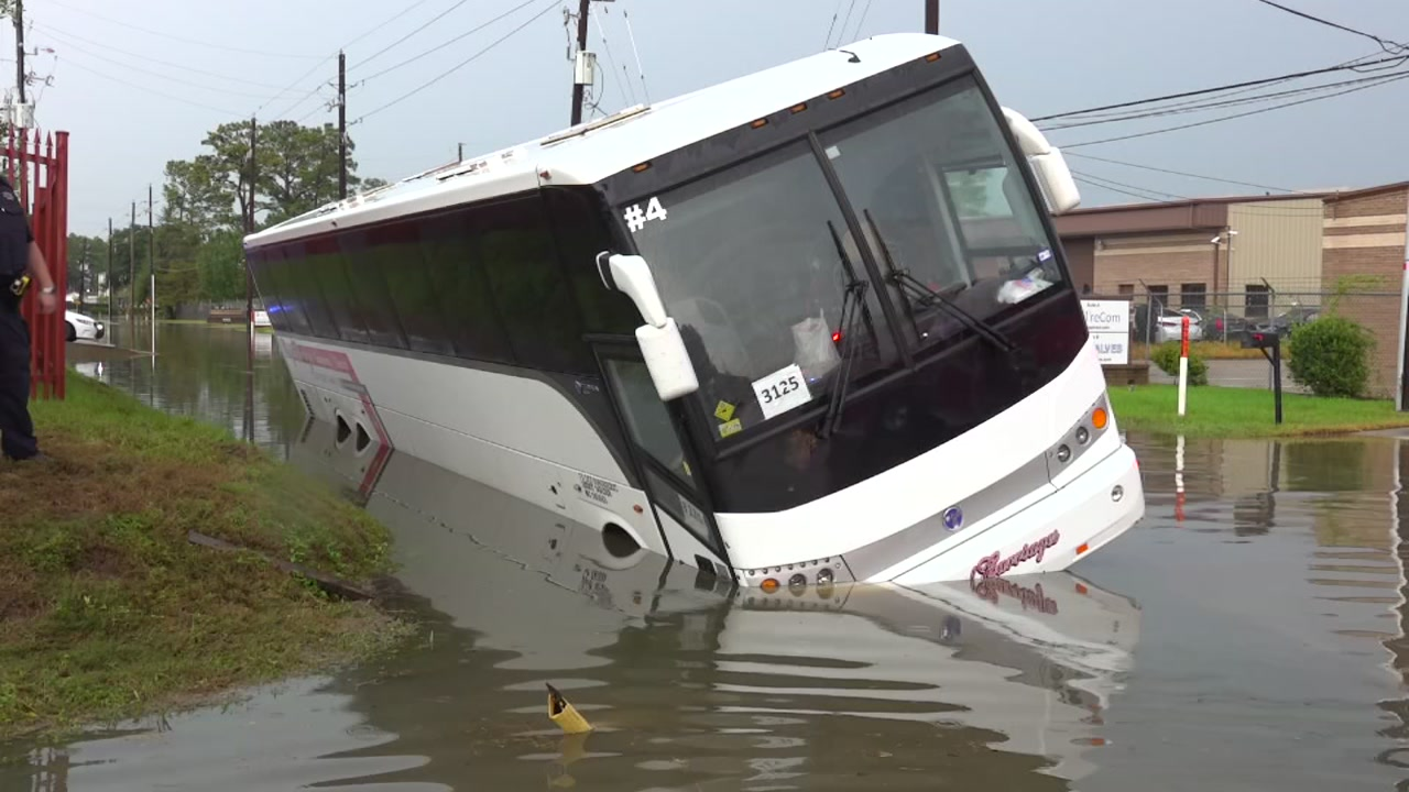 Charter bus with approximately 40 passengers overturned in northwest Harris Co., deputies say